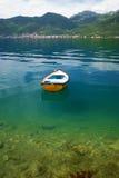 El barco en las aguas del Adriático Imagenes de archivo
