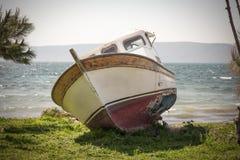 El barco en tierra Foto de archivo libre de regalías