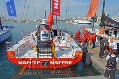 El barco español Mapfre antes del inicio de la raza 2014 del océano de Volvo en Alicante Imágenes de archivo libres de regalías