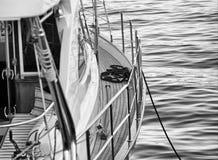 El barco está en el embarcadero Imágenes de archivo libres de regalías