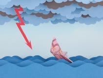El barco euro se está hundiendo en el mar de papel Imágenes de archivo libres de regalías