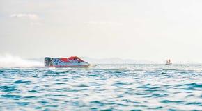 El barco F3 con el cielo hermoso y el mar en Bangsaen accionan el barco 2017 en la playa de Bangsaen en Tailandia Imagen de archivo libre de regalías