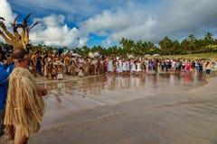 El barco histórico de Rapa Nui llega a la playa de Anakena, la recepción fotos de archivo