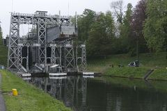 El barco levanta a Canal du Centre Foto de archivo libre de regalías