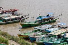 El barco llega a la orilla, Birmania fotos de archivo libres de regalías