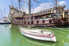 El barco pirata del galeón de Neptuno en Génova, Italia Imagenes de archivo