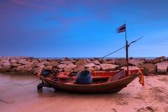 El barco rojo Imagenes de archivo