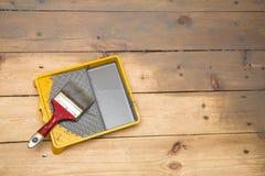 El barnizar de madera del piso del tablón foto de archivo libre de regalías