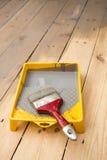 El barnizar de madera del piso del tablón imágenes de archivo libres de regalías