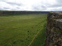 El barranco de Asbyrgi es uno del poco bosque en Islandia imagenes de archivo