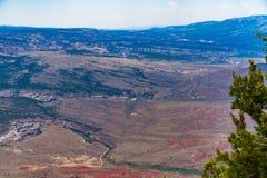 El barranco pasa por alto el monumento nacional del dinosaurio Fotos de archivo