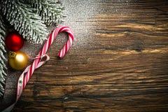 El bastón de caramelo y la otra decoración de la Navidad Fotografía de archivo libre de regalías