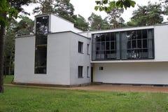 El Bauhaus domina casas en Dessau Fotos de archivo