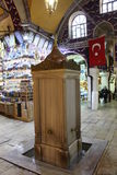 El bazar magnífico hace compras en Estambul Foto de archivo libre de regalías