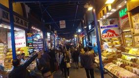El bazar Misir Carsisi de la especia o bazar egipcio en Estambul almacen de video