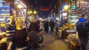 El bazar Misir Carsisi de la especia o bazar egipcio en Estambul almacen de metraje de vídeo
