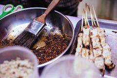 El Bbq de Mala Chinese es carne o verdura asada a la parrilla con las especias calientes y picantes chinas Imágenes de archivo libres de regalías