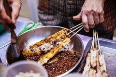El Bbq de Mala Chinese es carne o verdura asada a la parrilla con las especias calientes y picantes chinas Imagenes de archivo