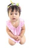 El bebé asiático que espera para comer algo aislante incluye la trayectoria y el whi Imágenes de archivo libres de regalías
