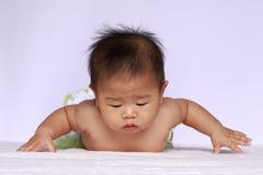 El bebé de Asia volará fotografía de archivo libre de regalías