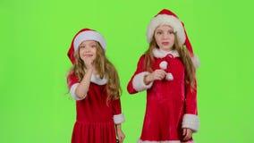 El bebé de Santa Claus auxiliar dice reservado a sus duendes Pantalla verde Cámara lenta almacen de metraje de vídeo