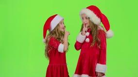 El bebé de Santa Claus auxiliar dice reservado a sus duendes Pantalla verde Cámara lenta almacen de video