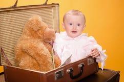 El bebé en el bolso, estudio Foto de archivo libre de regalías