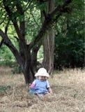 El bebé en un sombrero. imagen de archivo