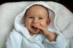 El bebé en una bata Foto de archivo libre de regalías