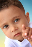 El bebé está interesado adentro imágenes de archivo libres de regalías