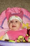 El bebé jugó una manta foto de archivo libre de regalías