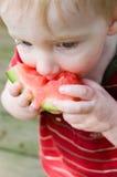 El bebé lindo come la sandía Fotografía de archivo libre de regalías