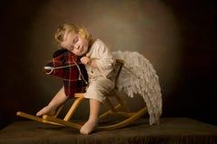 El bebé monta un caballo arbolado Foto de archivo libre de regalías