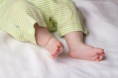 El bebé se alza Fotografía de archivo libre de regalías