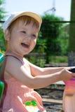 El bebé tiene un buen rato Foto de archivo libre de regalías