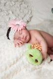 El bebé y la tortuga Fotos de archivo libres de regalías