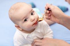 El bebé tiene jarabe del hierro Imagen de archivo libre de regalías