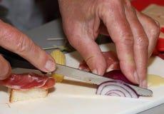 El beeing de la cebolla cortado Imagenes de archivo