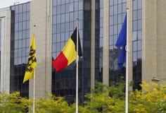 El belga señala Bruselas por medio de una bandera Fotografía de archivo