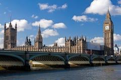 El Ben grande y las casas del parlamento en Londres Imágenes de archivo libres de regalías