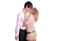 El besarse cariñoso de los pares Imágenes de archivo libres de regalías