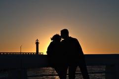 El besarse de la puesta del sol Fotos de archivo libres de regalías