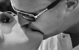 El besarse de los pares Imagen de archivo