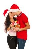 El besarse de los pares de la Navidad Foto de archivo libre de regalías