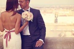 El besarse de novia y del novio Fotografía de archivo