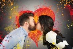 El besarse del amor de los pares Imagenes de archivo