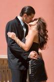 El besarse feliz de los pares Foto de archivo libre de regalías