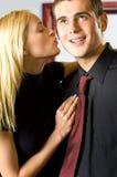 El besarse joven de los pares Foto de archivo libre de regalías
