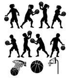 El beísbol con pelota blanda de Basketbal siluetea muchachos y a muchachas de los cabritos Fotos de archivo libres de regalías