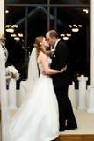 El beso de la boda Fotografía de archivo libre de regalías